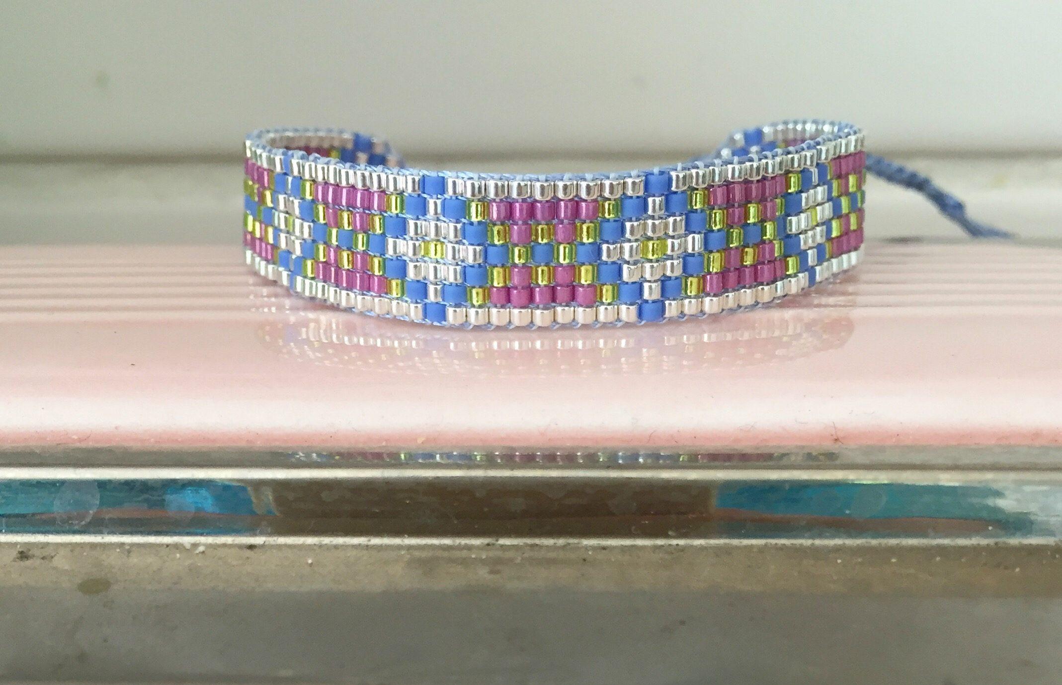 Perlenwebarmbänder